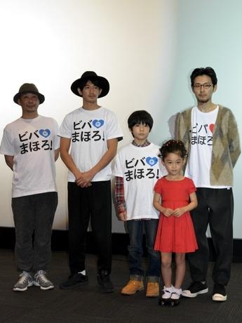 舞台挨拶。左から大森監督、瑛太さん、横山さん、岩崎さん、松田さん ©2014「まほろ駅前狂騒曲」製作委員会