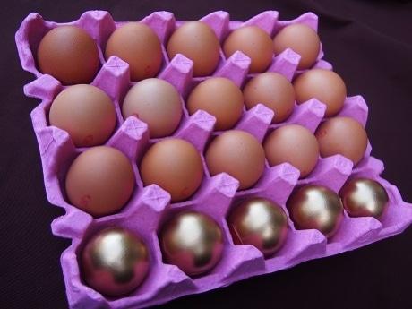 ウルトラランの生卵、酵母卵を薫製した「ゴールデンエッグ」