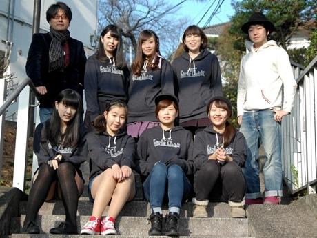 上段左から、石田ショーキチさん、さきこ、あいね、えりか、佐々木良さん。下段左から、せりか、ほのか、もえか、あやね。(みづきは欠席)