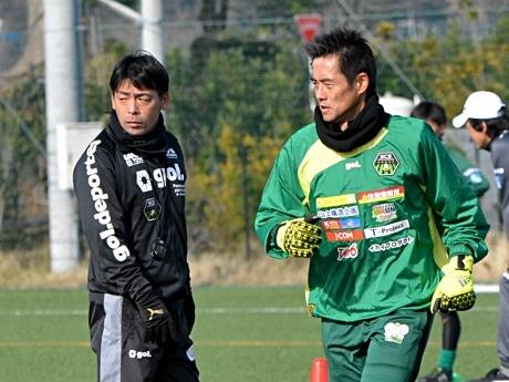 薩川監督、川口選手(右)