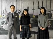 「卒業・入学の思い出」黒板アートに 桜美林大の学生が制作