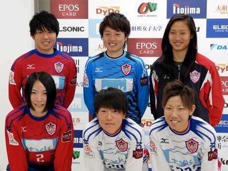 後列左から、高木選手、田尻選手、パオ選手 前列左から、和田選手、正野選手、甲斐選手