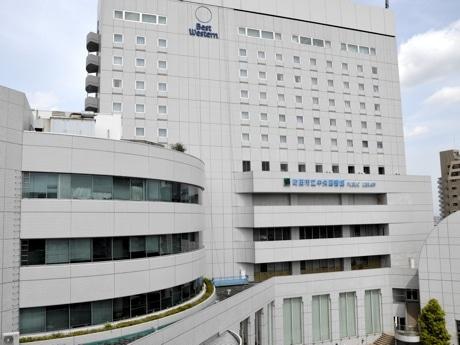 ベストウェスタンレンブラントホテル東京町田にリブランドするホテル ザ・エルシィ町田の外観(2016年4月25日撮影)。現在、看板の付け替え工事中。