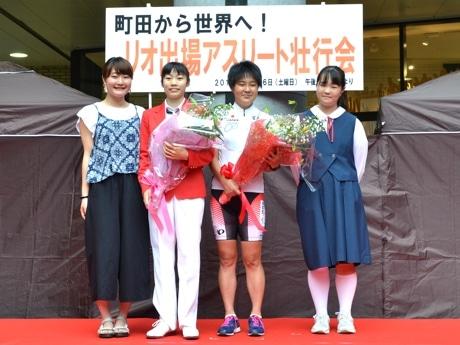 内山由綺選手(左から2番目)、鹿沼由理恵選手(同3番目)