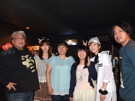 左から、西さん、アーティストの古屋かおりさん(現スタッフ)、磯裕子さん、松永純華さん、鈴音さん、音響スタッフの田村さん