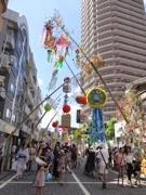 橋本で66年目の「七夕祭り」 色鮮やかな七夕飾り200本
