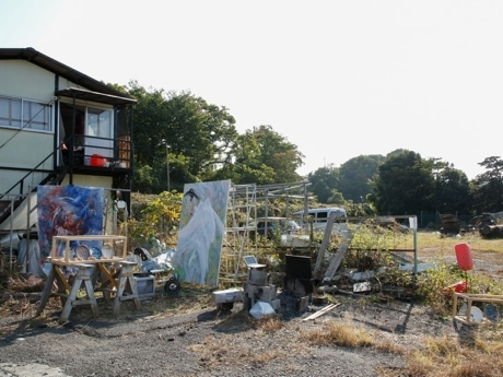 多摩美術大学の卒業生が植木屋の事務所を改築した「LUCKY HAPPY STUDIO」 撮影 Daiki Yamamoto