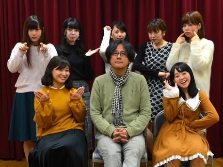 後列左から、あいね、さきこ、あやね、えりか、もえか 前列左から、ひより、石田ショーキチ、のぞみ