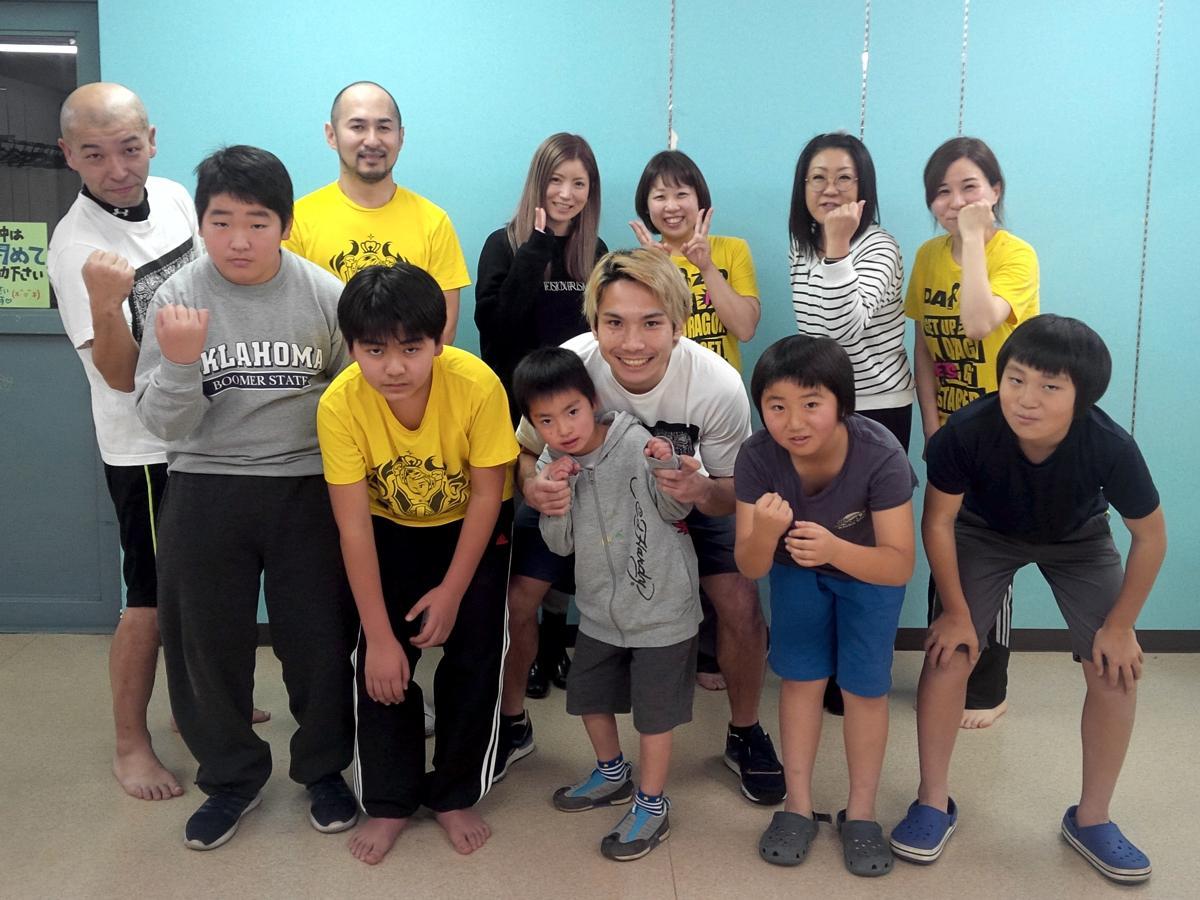 佐々木選手(前列中央)とレッスン生ら
