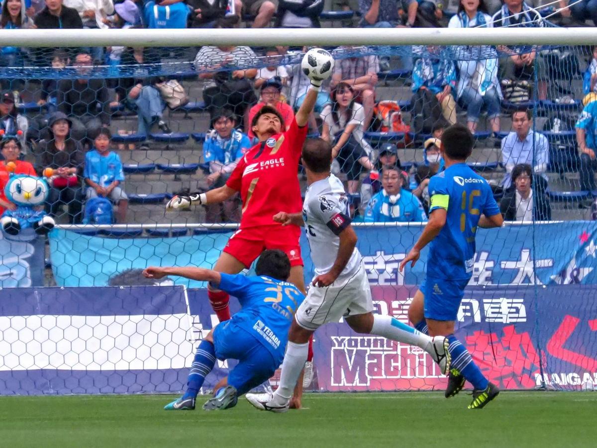 レアンドロ・ドミンゲス選手の強烈なシュートを防いだ町田のGK福井光輝選手