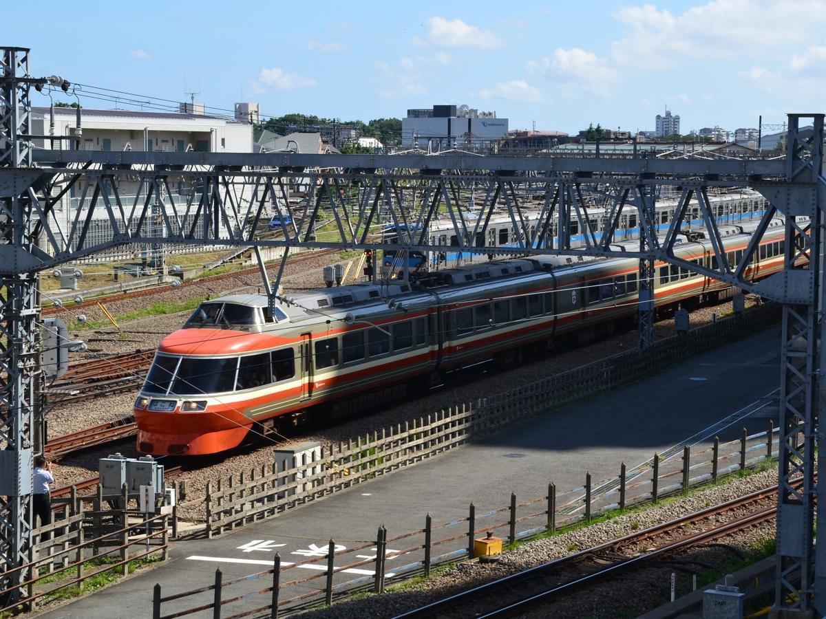 相模大野駅に到着する7000形LSE「はこね22号」(2018年7月10日撮影)