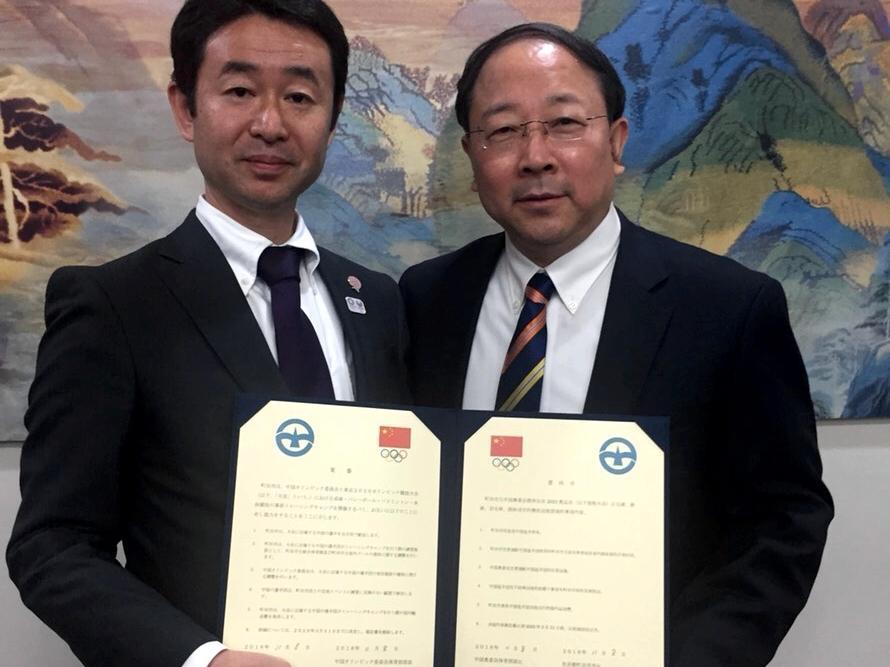 左から木島副市長、中国オリンピック委員会のLiu国永体育部部長