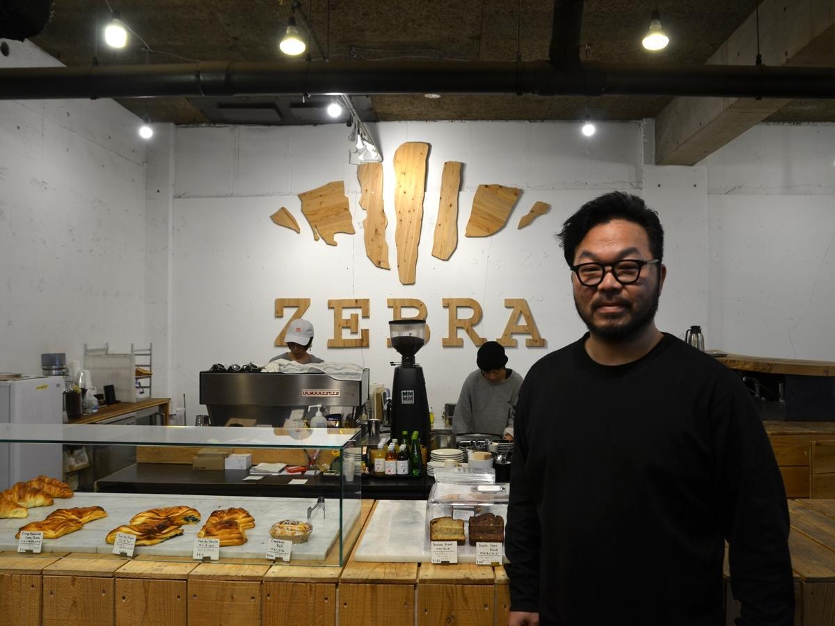 ZEB店内、オーナーの嶋田耕介さん