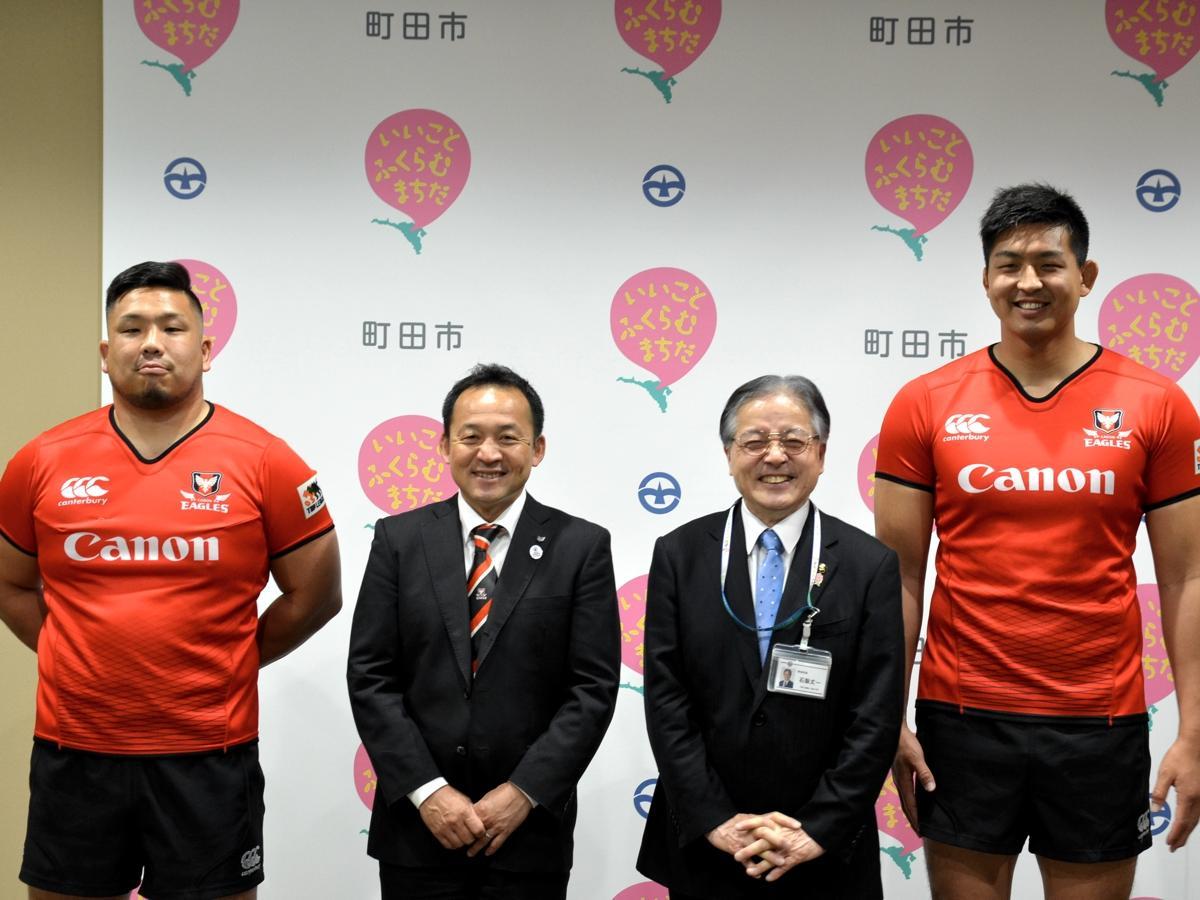 左からPR上田聖選手、永友GM、石阪市長、LO宇佐美選手
