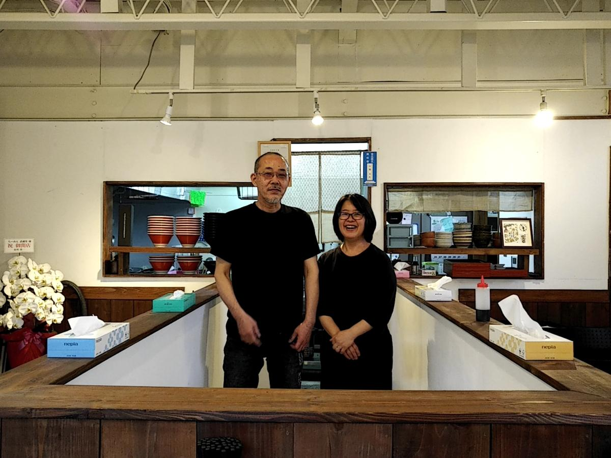 2店舗を切り盛りする山城夫婦。