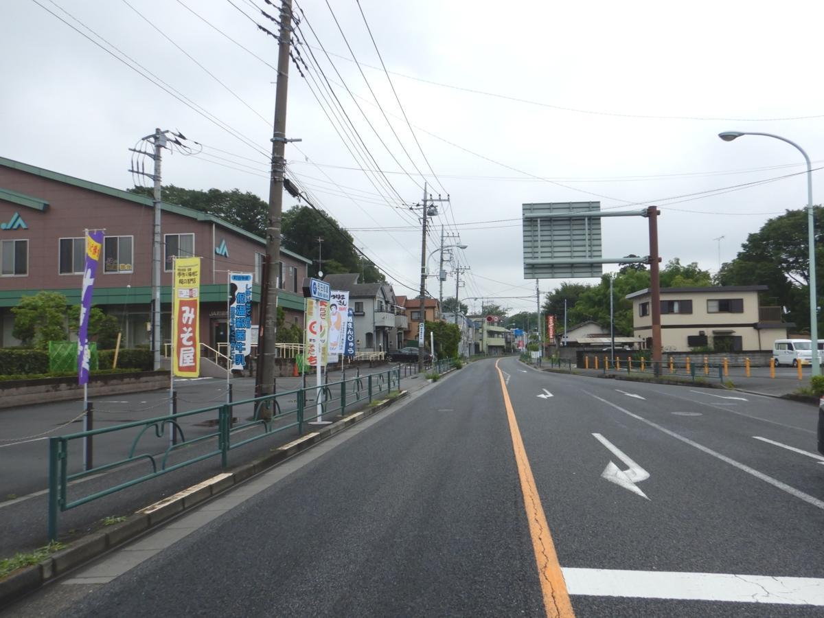 ロードレースのコース。町田市農業協同組合堺支店がある坂下交差点を左折する。