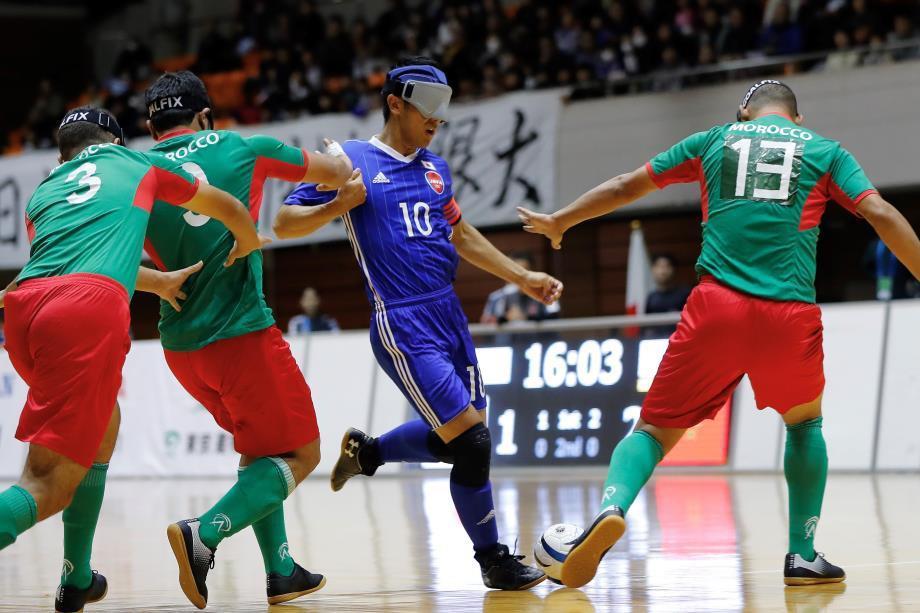 川村怜選手(中央)のシュートで先制したが、モロッコの個人技に圧倒された