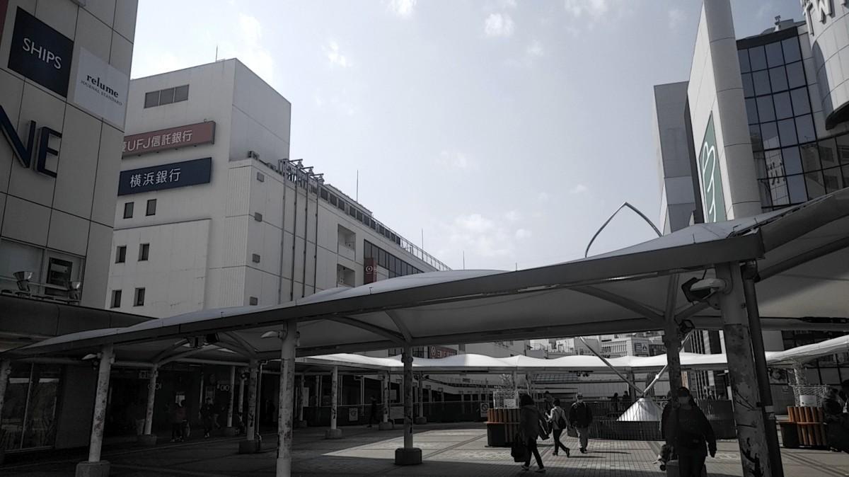 人通りの少ないJR町田駅前(2020年4月8日13時42分撮影)