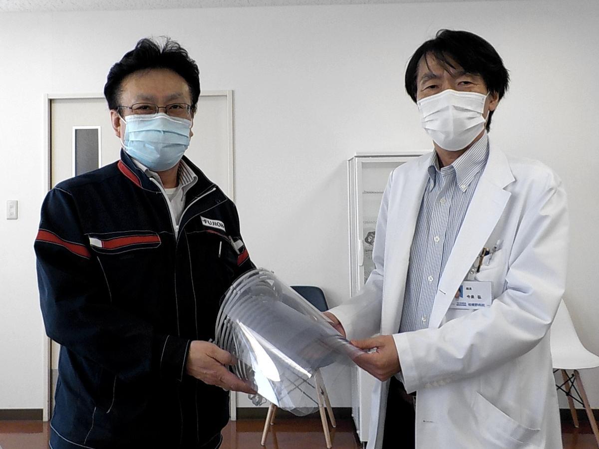 富士工業 総務部長(左)、相模野病院 院長