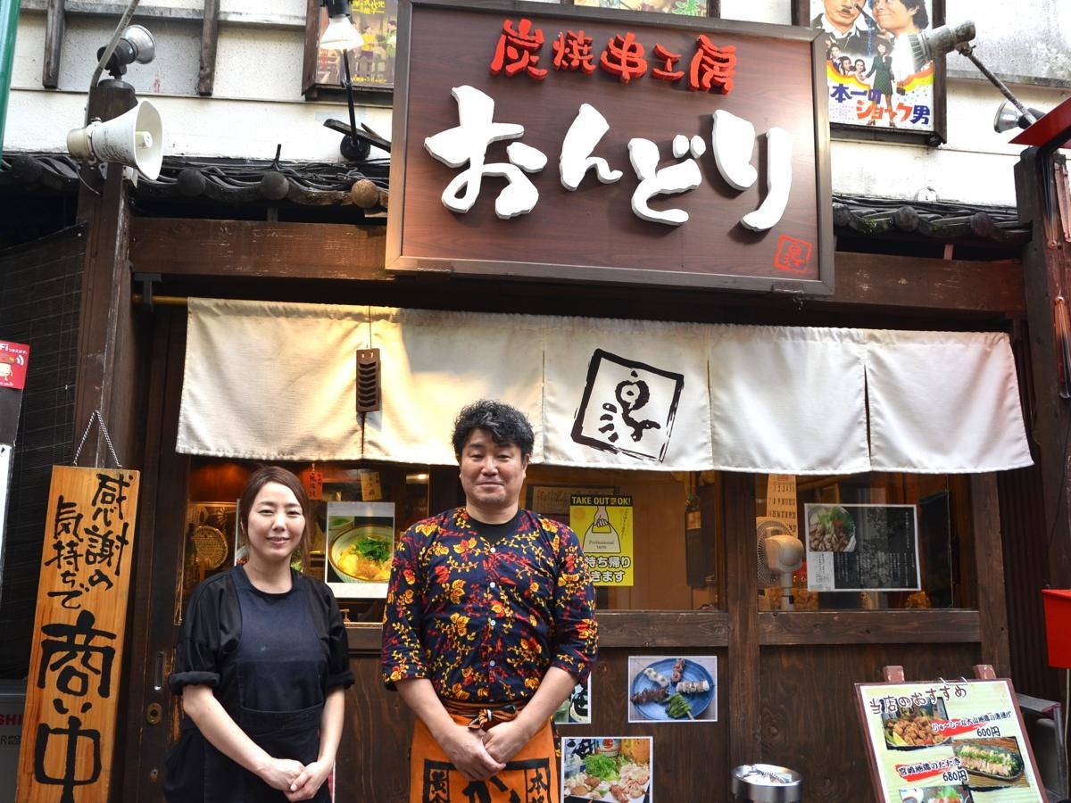 小谷野さんと店長の渡部美稲さん。「渡部さんの支えがあって、店を続けることができた」と小谷野さん。