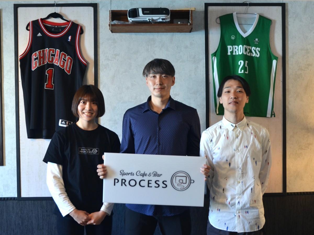 店長の磯貝玲奈さん、クラブ代表の草野佑太さん、広報の佐々木耀介さん(写真左から)