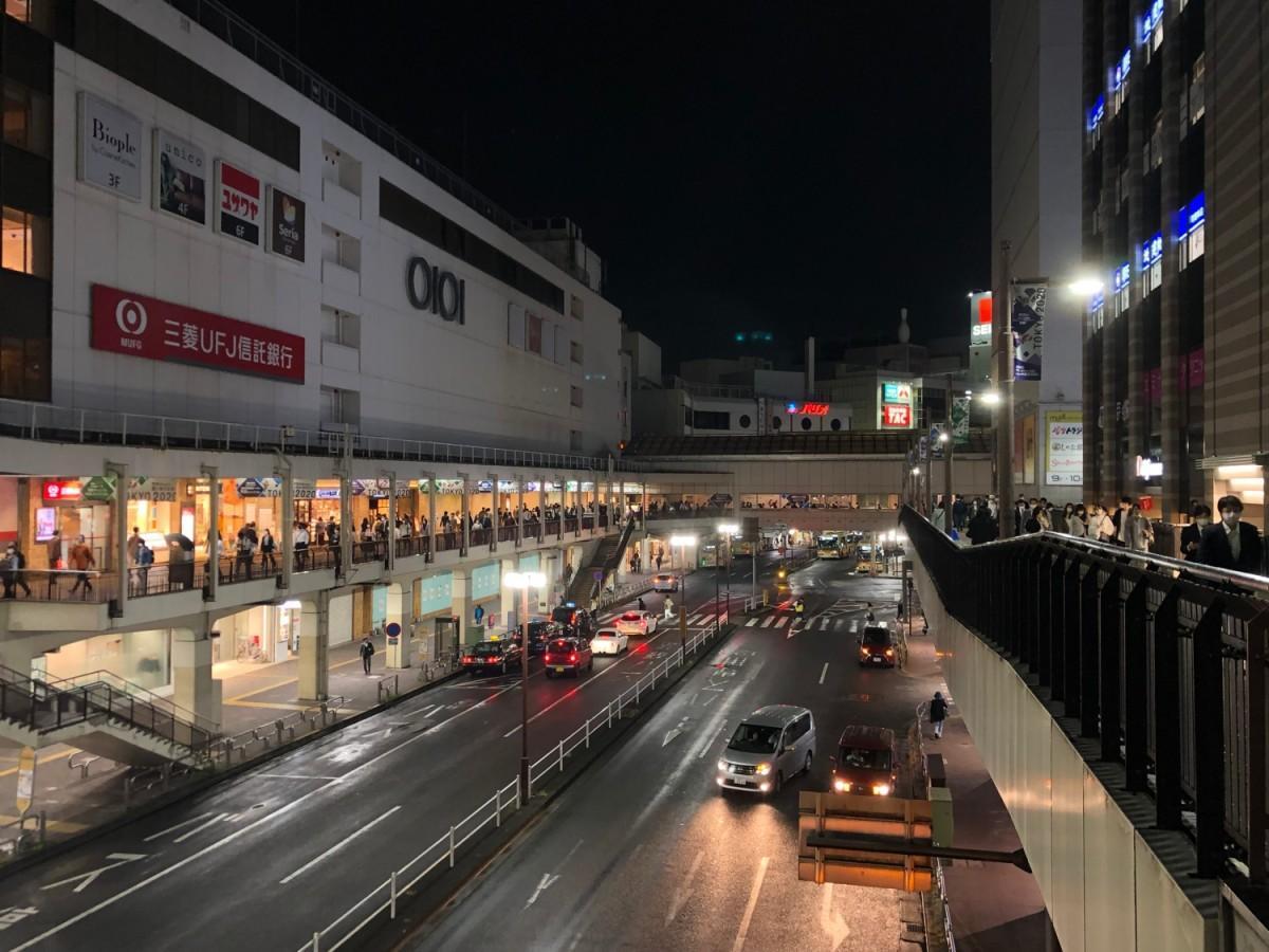 緊急事態宣言中、帰宅時間帯の町田駅前