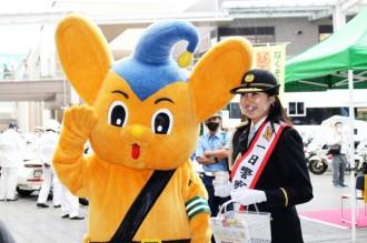 ミスユニバーシティ東京代表、町田警察署の一日署長に 安全運転呼びかける