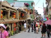 ルソン島中部の町ルクバンで収穫祭「パヒヤス」-パレードも