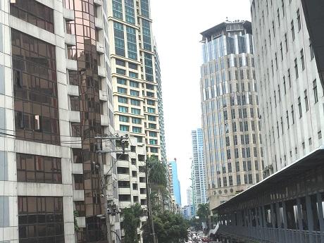 高層ビルが立ち並ぶマカティビジネスエリア