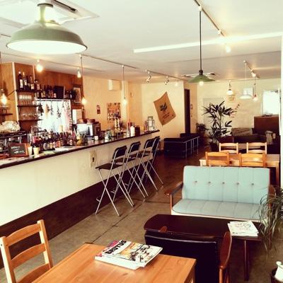 「abill coffee+」店内の様子。「セルフビルドで2~3年かけて完成させていく」と清水さん