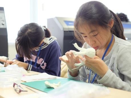 紙粘土体験の様子