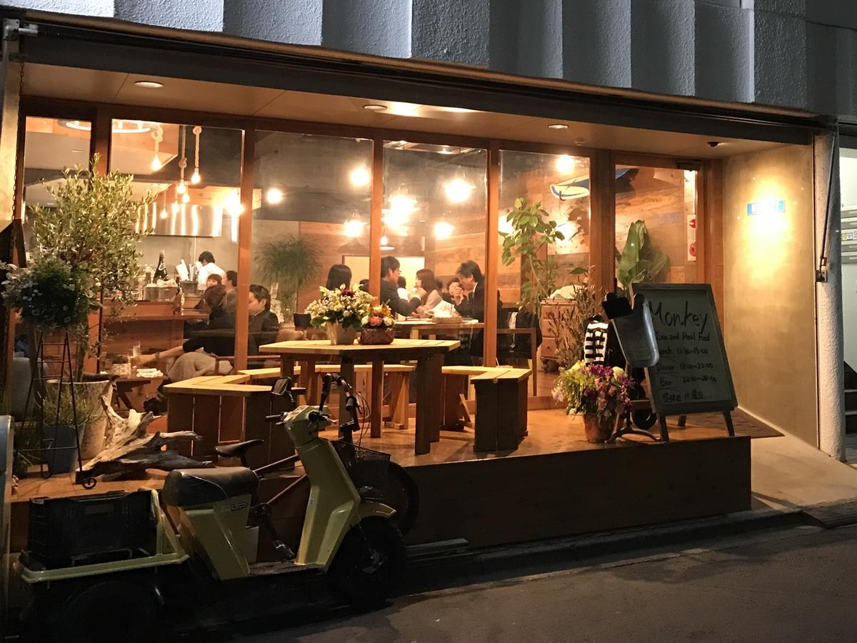 カリフォルニアをイメージした店作りのシーフードレストラン「MONKEY」