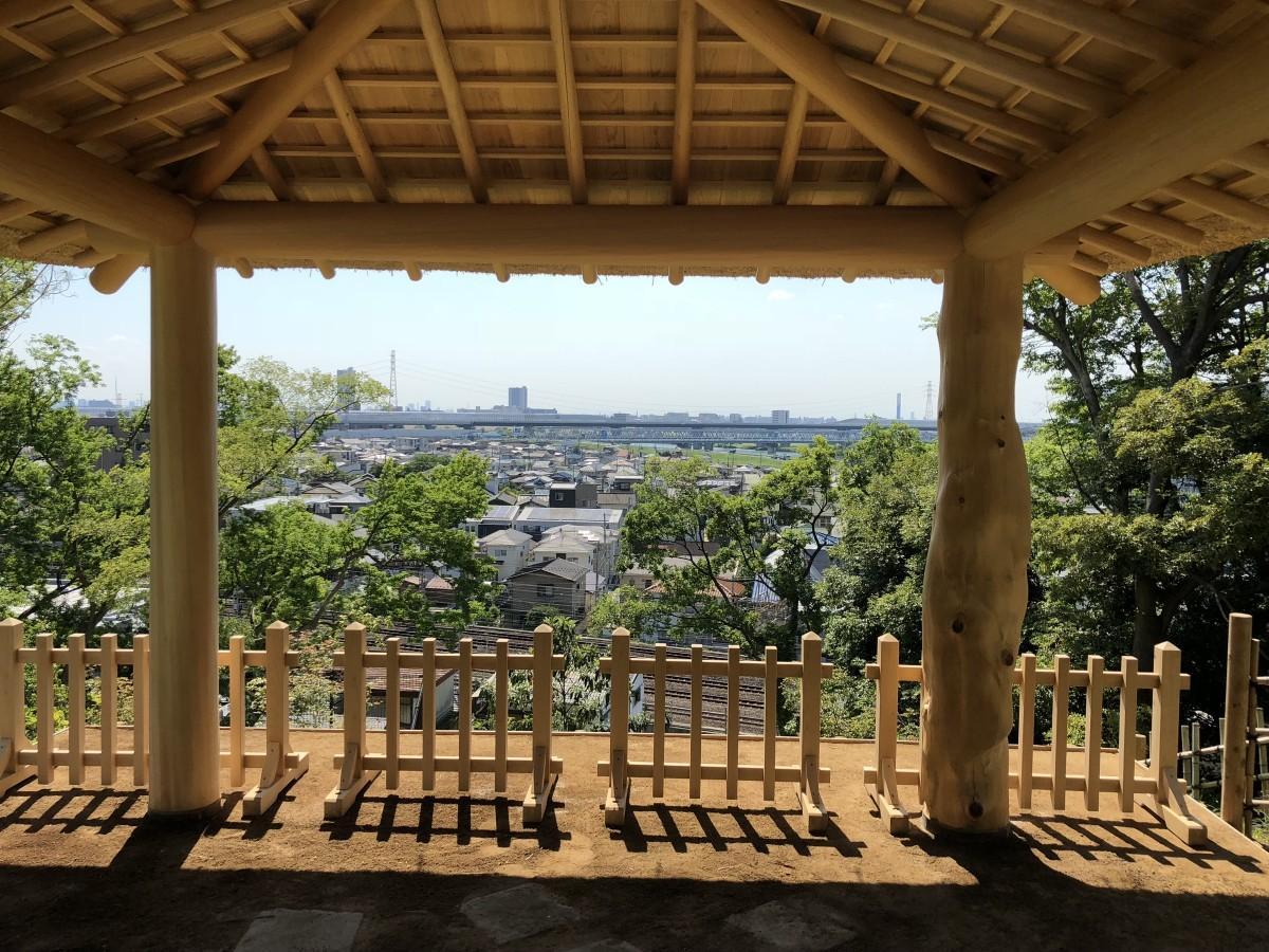 標高25メートルの東屋から見える松戸市街と江戸川