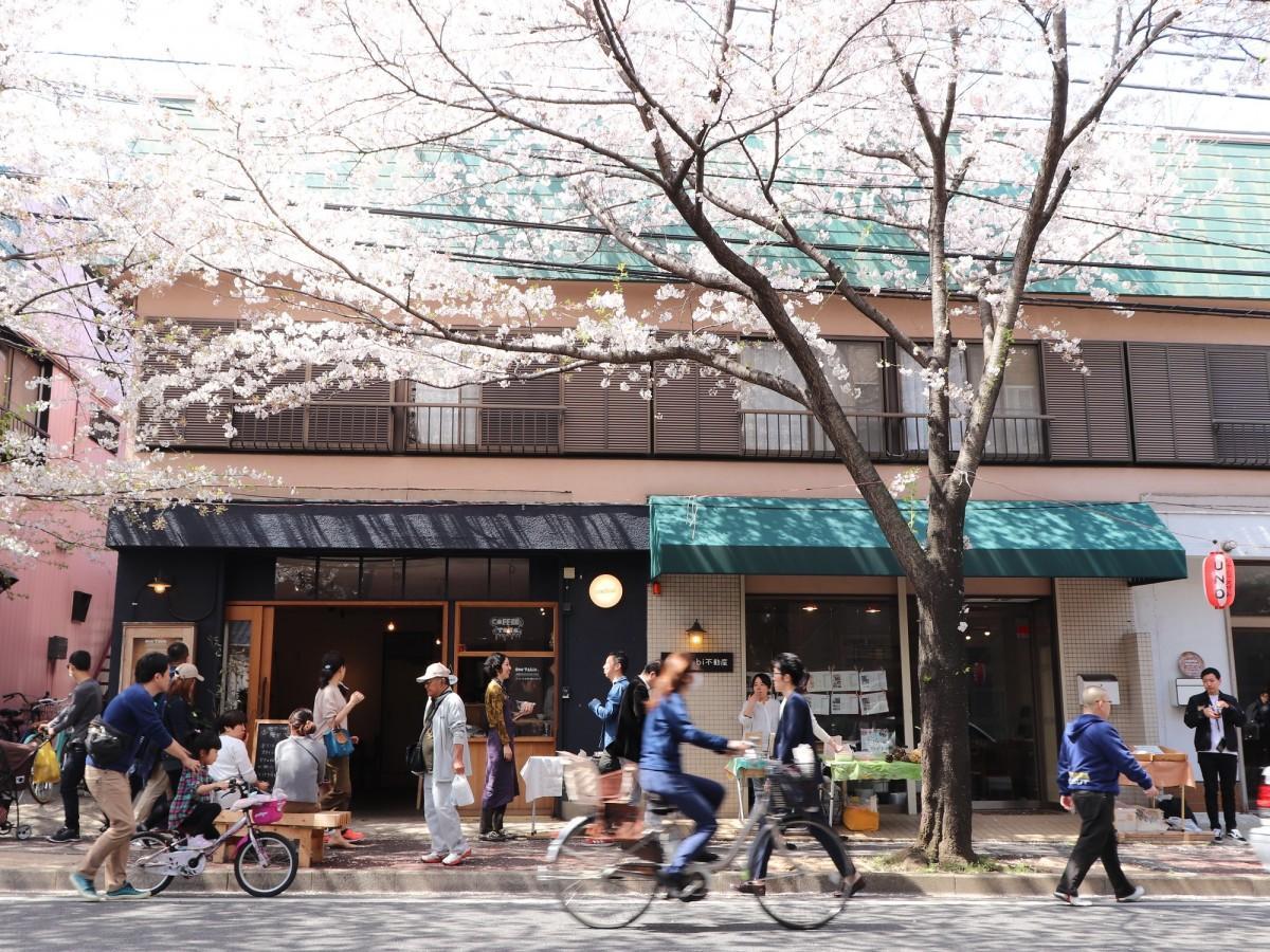 八柱さくら通りのomusubi不動産とテナント店舗