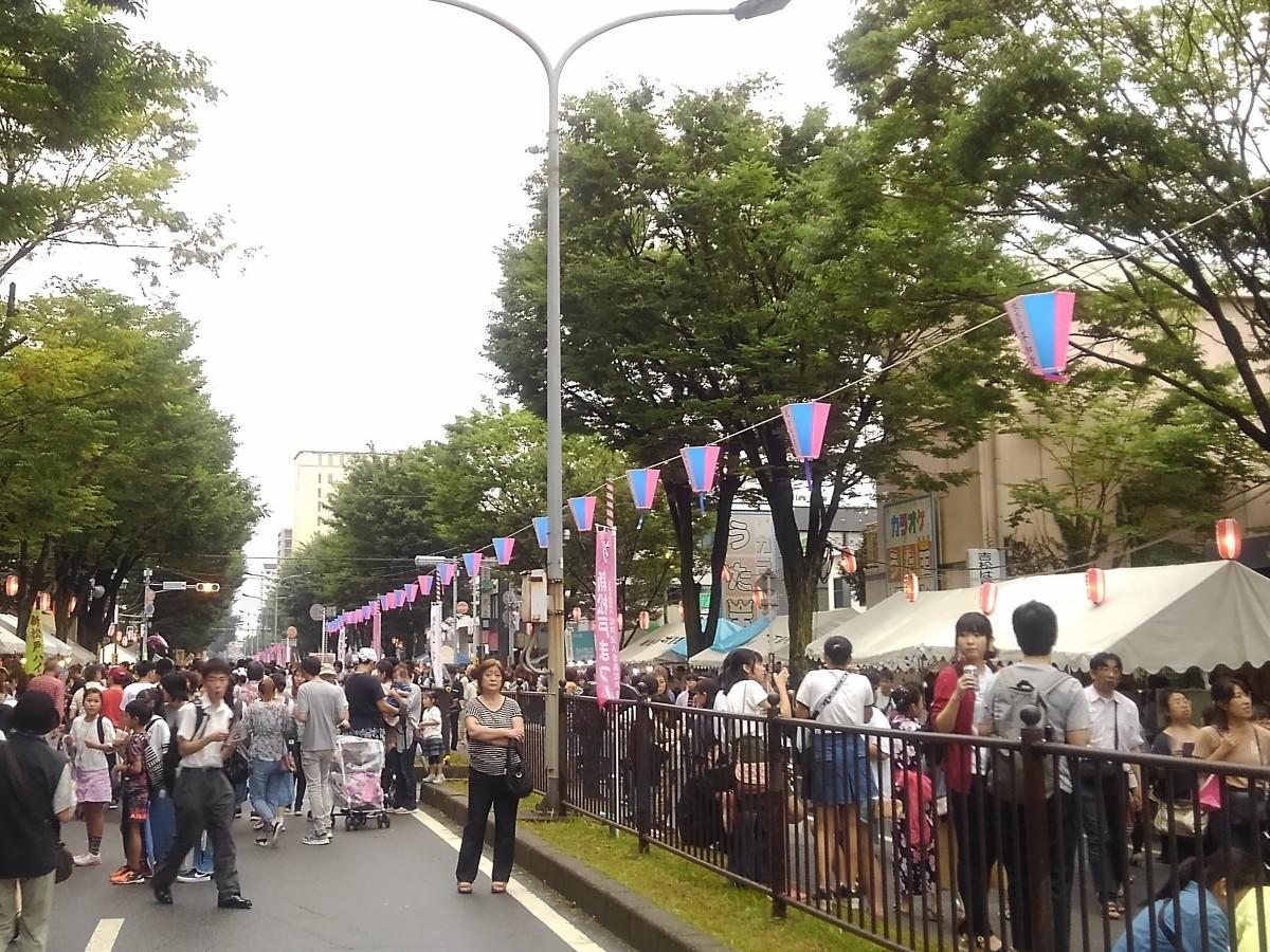 新松戸まつりの会場となった歩行者天国の「けやき通り」の様子