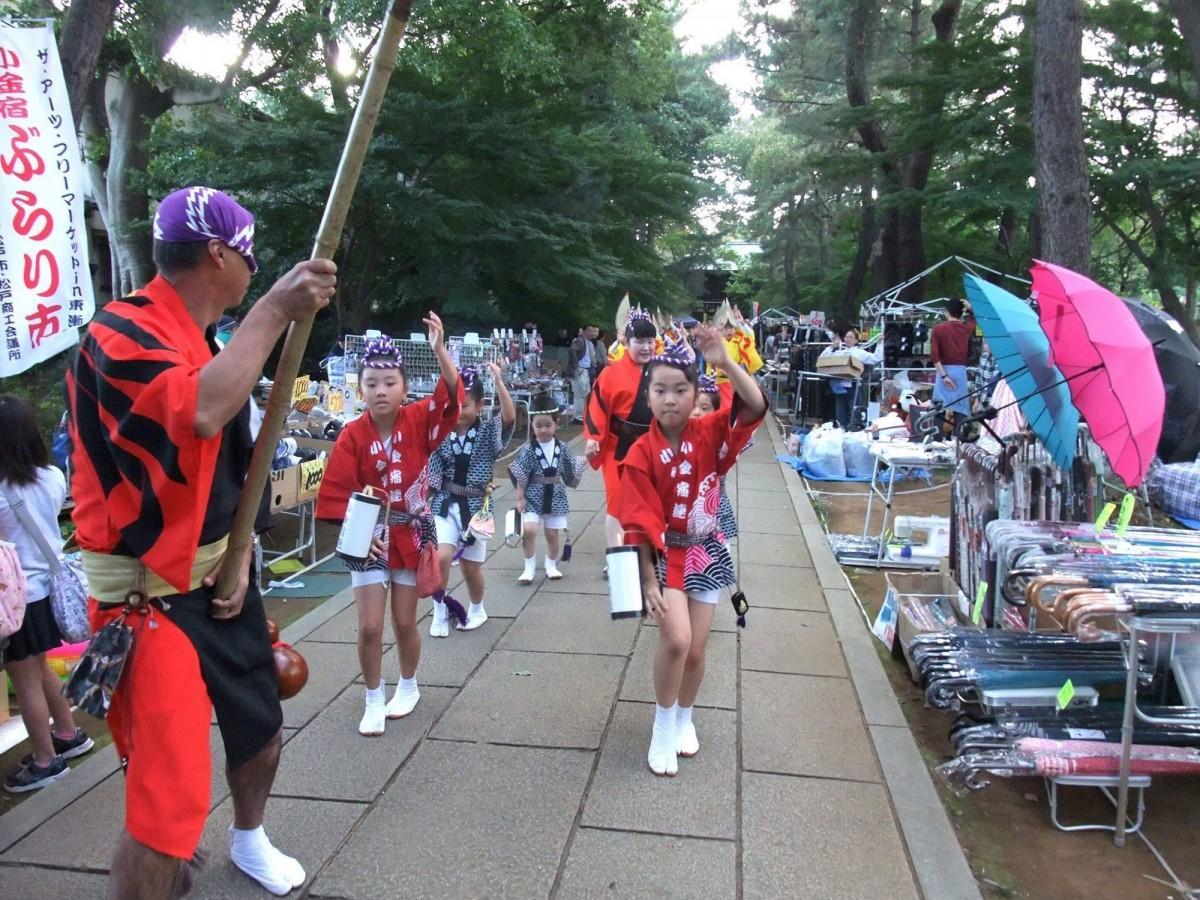 地元小学生による阿波踊り