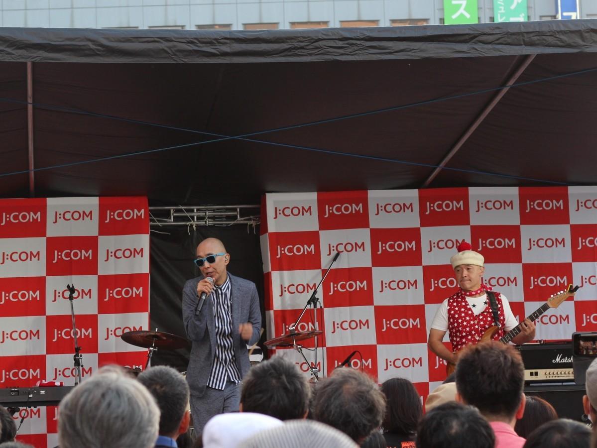 「音街かしわ2019」に出演したサンプラザ中野くんとパッパラー河合さん