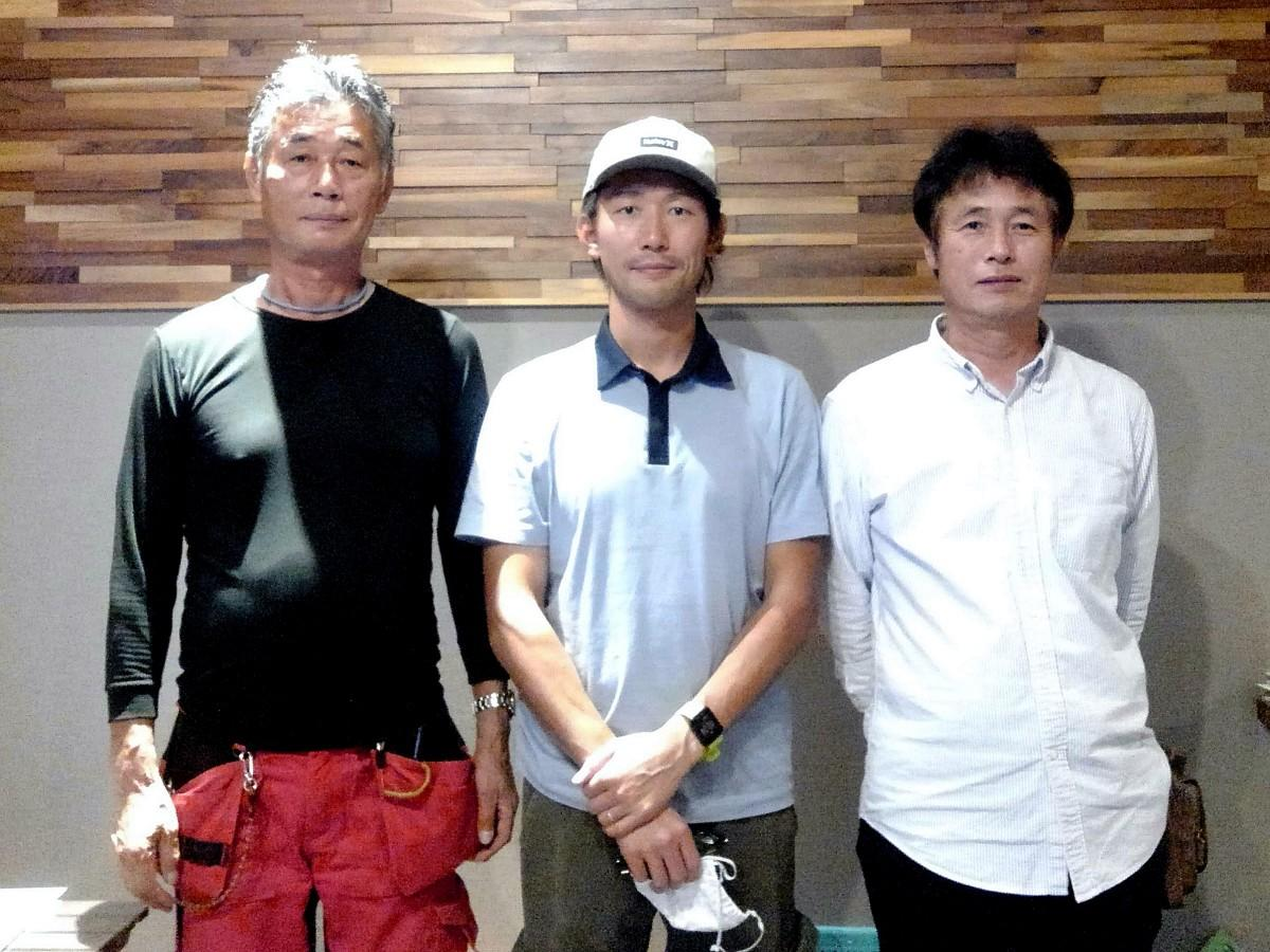 (左から)鵜殿シトラスファーム代表の鵜殿敏弘さん、長男の崇史さん、弟の芳行さん