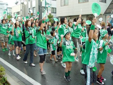 応援並みに盛り上がる松本山雅連。