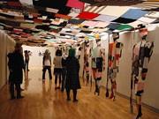信大生、服をテーマに美術館とイベント-現代美術家とのコラボ作品も