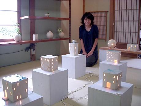 松本のギャラリーで建物がモチーフの「あかり」展-絵はんこワークショップも