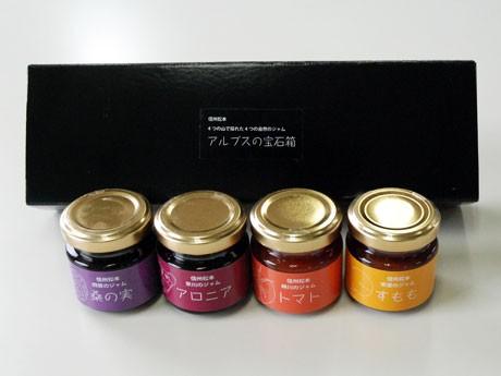 スモモ、アロニア、桑の実、トマトのジャムをセットにした「アルプスの宝石箱」