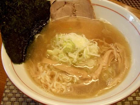 「煮干醤油らー麺」(700円)