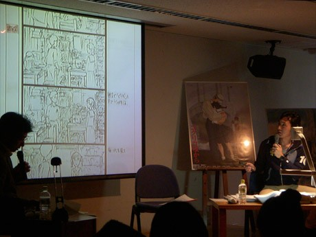 スライドを使ってレイアウトの説明をする宮崎吾朗監督