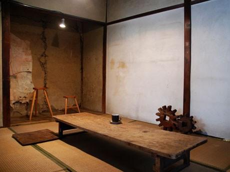 名前は、松本民芸館創設者の民芸作家・丸山太郎氏ではなく「大家さんの名前。でも、何か縁があるのかも」(小田切さん)