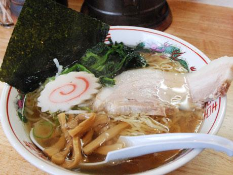 鶏だけで取ったスープと細麺が特徴の「らぁめん(鶏支那そば)」