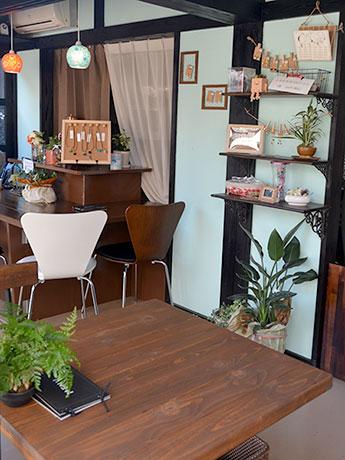 「昔ながらの喫茶店」をイメージして改装した店内