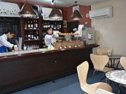 松本・裏町にシュークリームとワインの店 「スペインのバル」をイメージ