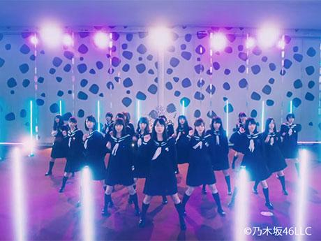 「乃木坂46」のシングル「ハルジオンが咲く頃」のMVの一場面©乃木坂46LLC