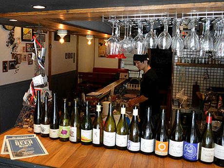 「ワインのラベルを眺めるのも楽しい」と小山さん